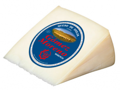 Quartier de fromage doux moyen Gómez Moreno